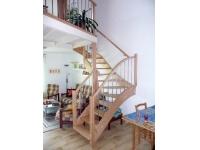dřevěné bukové schody