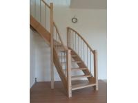samonosné schody z masivu buku